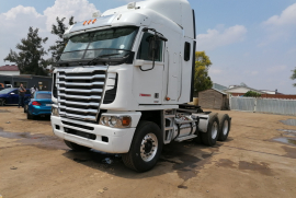 Freightliner, Argosy , 6x4 Drive, Truck Tractor, Used, 2015