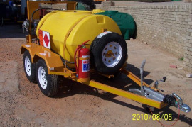 1000L Diesel Tanker, Hand pump, Flow meter, Water separator, Raised Lights with strobe light, Double axel trailer, Brake system, 14'' Wheels