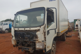 Isuzu with fridge body stripping for spares, Trucks 4 U