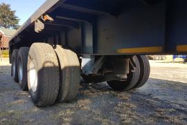 Henred, 15,5m Tridem flatdeck , Tri-Axle Trailer, Used, 2004