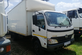 Hino, 300-915 , 6x2 Drive, Closed Body Truck, Used, 2011