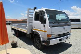 Nissan, UD 40L, 4 Ton, Dropside Truck, Used, 2011