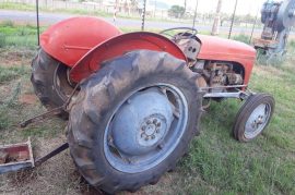 Massey Ferguson, Tractor, 4x2 Drive, Tractor, Used